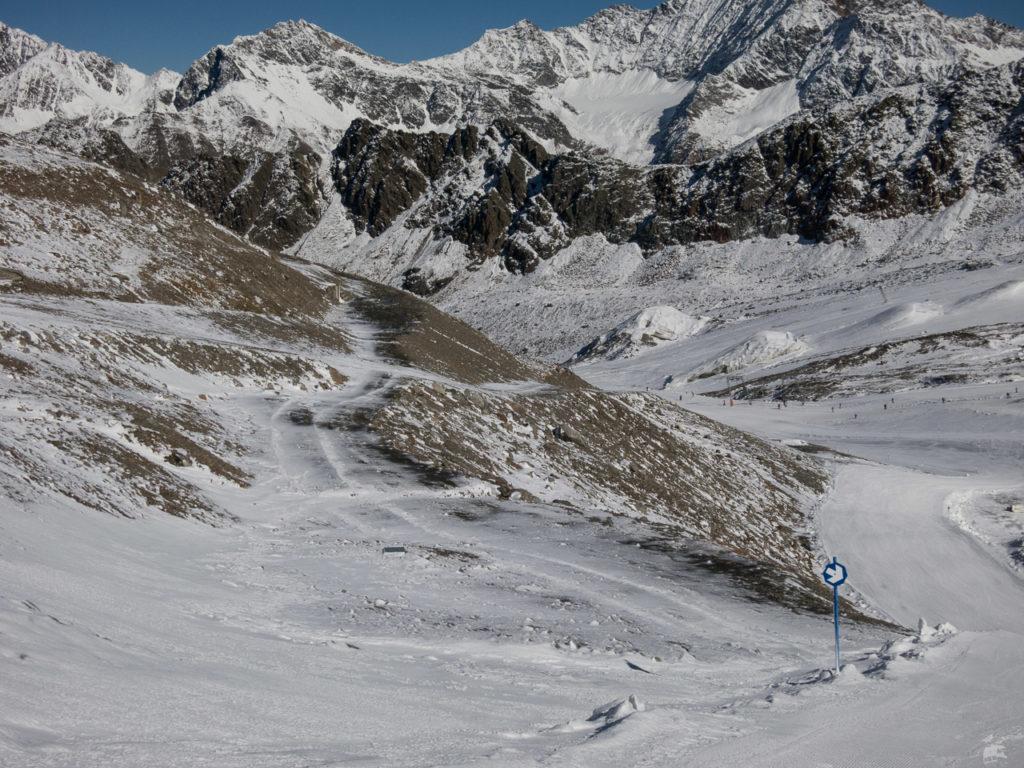 Bei der letzen Abfahrt wurde mir dann irgendwann klar, dass hier mal die Talstation des Karlesspitzliftes stand. Und dass der Gletscher mal bis hier heran reichte! Eine kurze Recherche in starlis Alpengallery ergibt, dass man diesen Punkt bis zum berüchtigten Sommer 2003 auf Skiern vom Gletscher her erreichen konnte. Heute ist das undenkbar.