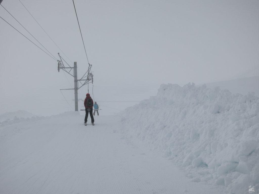 Schneewände neben der Liftspur. Habe ich die grandiosen Schneeverhältnisse erwähnt?