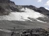 Hier sieht man die Trasse der Vierersesselbahn Glacier besser. Interessanterweise sah bereits das Ursprungsprojekt von 1978 eine Bahn über diesen Grat vor.